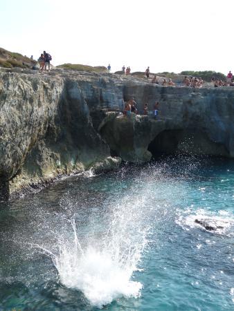 Roca Vecchia, İtalya: un tuffo dove l'acqua è più blu