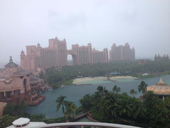 Atlantis - Harborside Resort: Linda vista da janela do Hotel Atlantis em Bahamas,nem mesmo o dia nublado não tirou a beleza lo