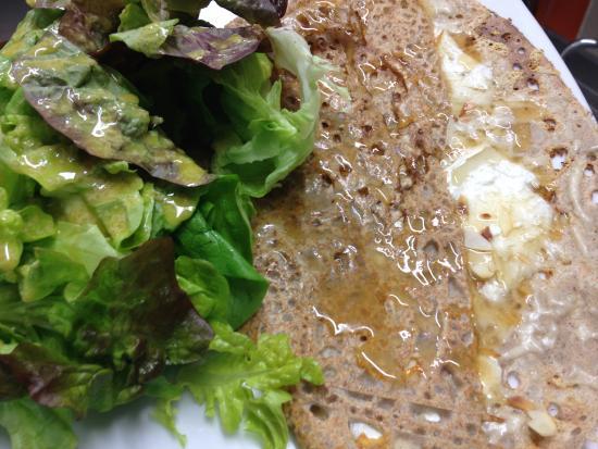Remoulins, Francia: galette emmental chevre miel amandes