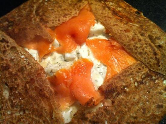 Remoulins, Francia: galette emmental pommes de terre creme aneth saumon fumé