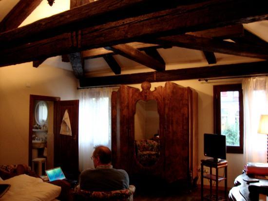 Hotel Flora: …room 47 interior