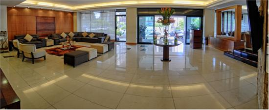 Howard Johnson Hotel - Quito La Carolina: Lobby