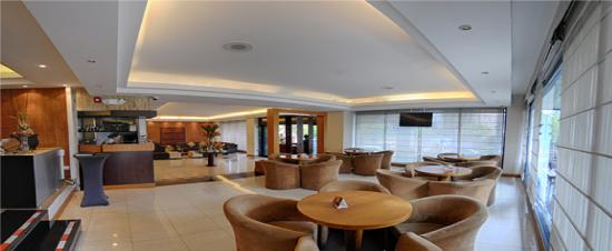 Howard Johnson Hotel - Quito La Carolina: Lobby Bar