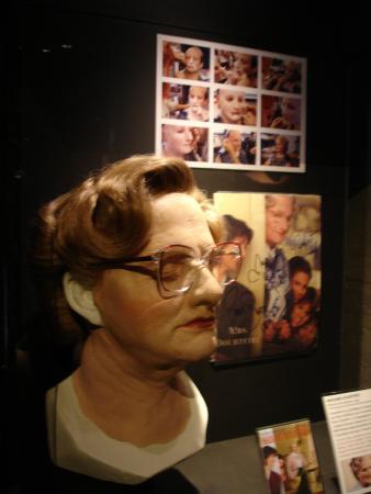 """Musee Miniature et Cinema: Máscara usada em filme  """"Uma babá quase perfeita"""""""