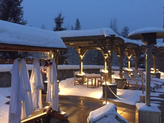 Four Seasons Resort and Residences Whistler: Outside Jacuzzi