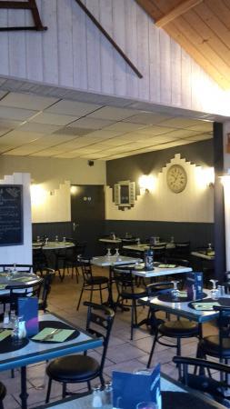 Nouvel agencement et décoration intérieur du restaurant. - Picture ...