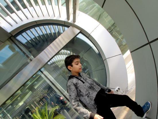 Aloft Abu Dhabi: excellent decor inside and out