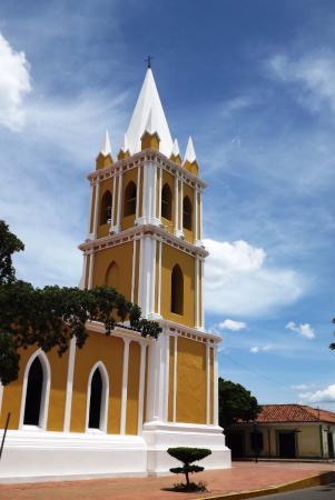 Coro, Venezuela: Fachada lateral de la Iglesia de San Francisco