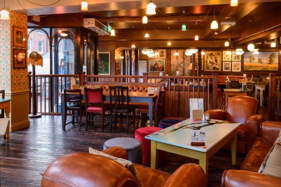 Edmundo Lounge