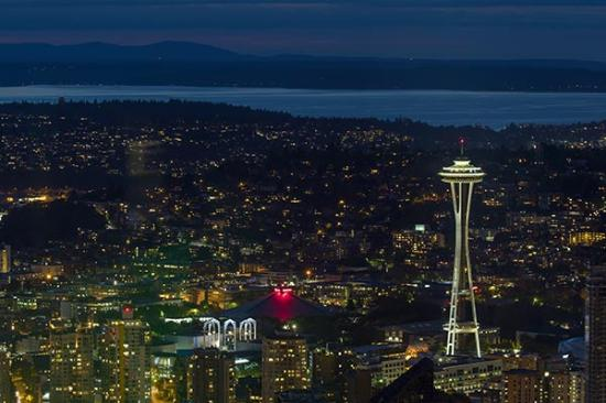 view of downtown seattle and the space needle at night picture of rh tripadvisor com