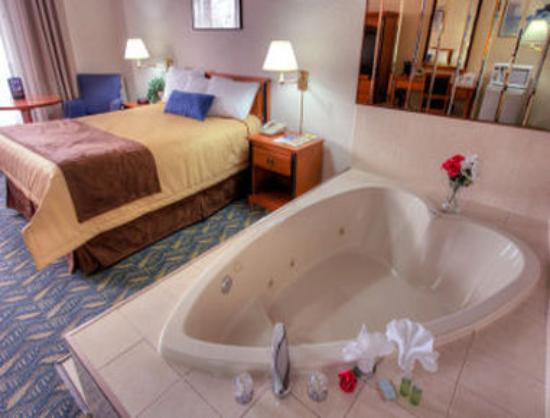 Niagara Falls Heart Shaped Jacuzzi Hotel