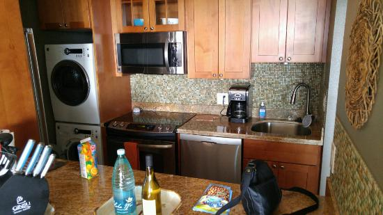 Kamaole Beach Royale Resort: Kitchen