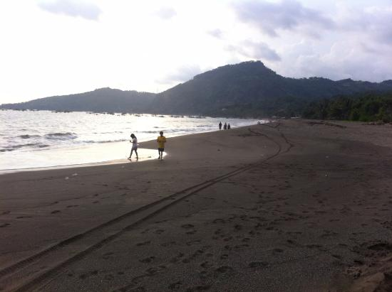 Ocean Queen Resort: pantai