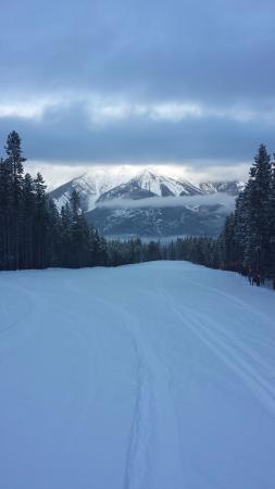 Panorama, كندا: Empty ski runs just waiting for you with breathtaking vistas