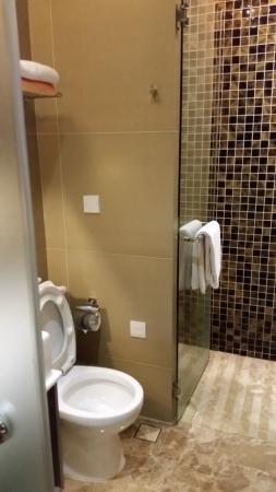 Dorsett Singapore: Il bagno