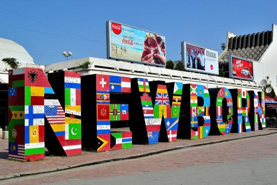 Kosovo: Newborn monument, Pristina
