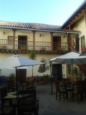 Unaytambo Hotel: Patio del hotel