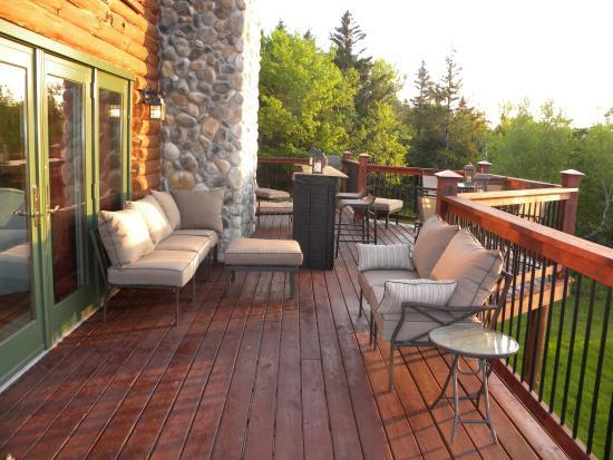 ฟลอริด้า, แมสซาชูเซตส์: Main Lodge East Deck features Bar and Lounge Chairs
