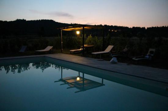 Rignano sull'Arno, Italia: piscina di notte