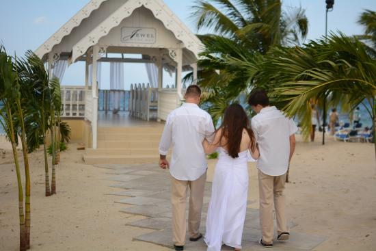 Jewel Runaway Bay Beach Golf Resort Wedding Chapel
