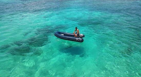Parque Nacional Marinho de Abrolhos: Descida do barco para Ilha Siriba