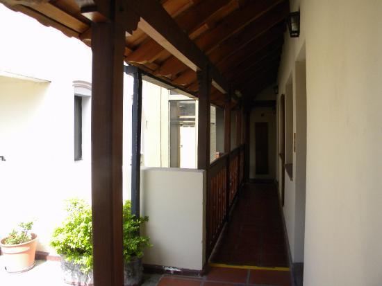 Posada Del Marques: pasillo balcón interno