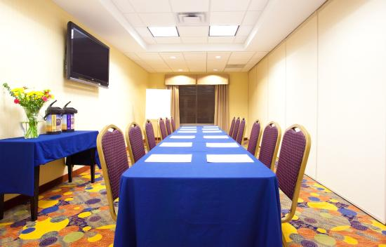 Holiday Inn Express Hotel & Suites Waukegan: Board Room Photo