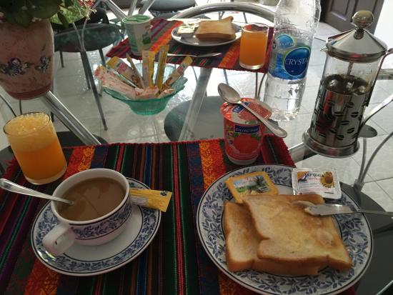 Summer Breeze Inn Hotel: Breakfast - Coffee was Amazing!