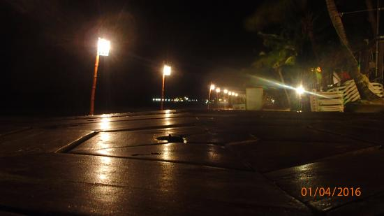 Bananarama Beach and Dive Resort : Night shot of beach