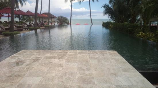 Weekender Resort & Hotel: Poolblick aufs Meer