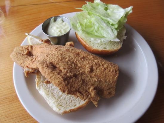 Remington's Restaurant: Fish Sandwich
