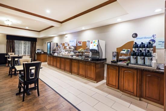 Kilgore, TX: Grab a bite to eat at our Breakfast Bar
