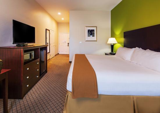 Kilgore, TX: King bed guest room