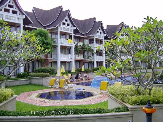 LHC Phuket Resort : สระว่ายน้ำ