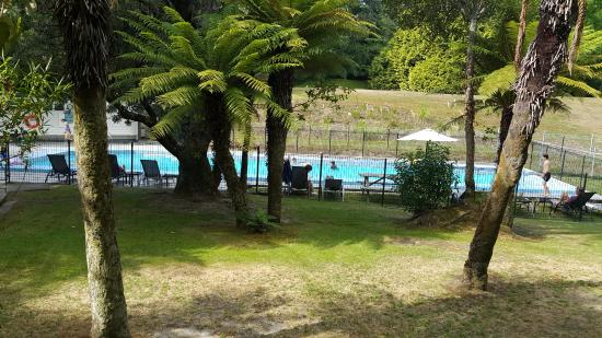 Wairakei Resort Taupo: This pool is near the kids playground and is much cooler than the other pool