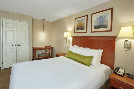 Aurora, IL: One Bedroom Queen Suite bedroom