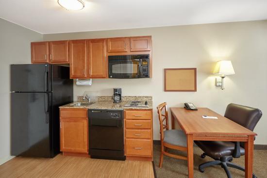 Aurora, IL: Queen Studio Suite kitchen