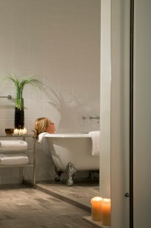 Lorien Hotel and Spa, a Kimpton Hotel: Suite Bathroom