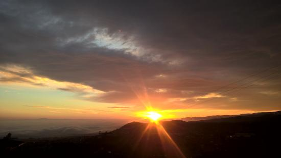 """Imathia Region, Yunani: Ανεπανάληπτο ξημέρωμα στο Ξενοδοχείο""""Θέα"""" στη Νάουσα"""