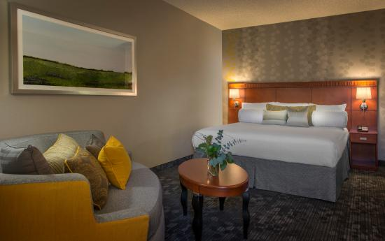 Courtyard Atlanta Norcross/Peachtree Corners: The hotel offers spacious guest rooms and suites featuring comfortable new bedding, free high-sp