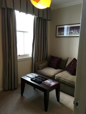 Rydges Kensington London: Our Living room!