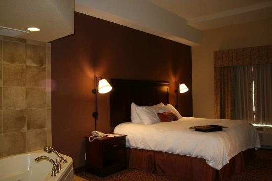 Brookings, SD: King with Whirlpool Room