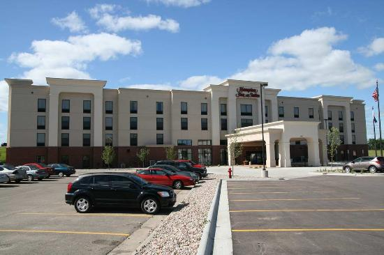 Brookings, SD: Hotel Exterior
