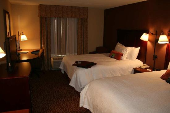 Brookings, SD: Two Queen Beds Room