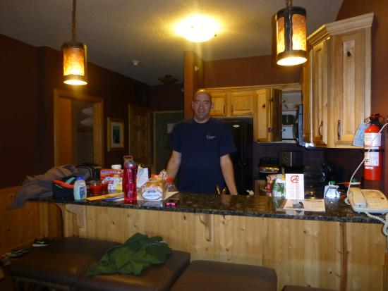 Glacier Canyon Lodge: Ready to make dinner!