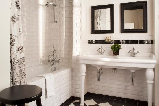 Hotel Sainte Beuve: Bathroom