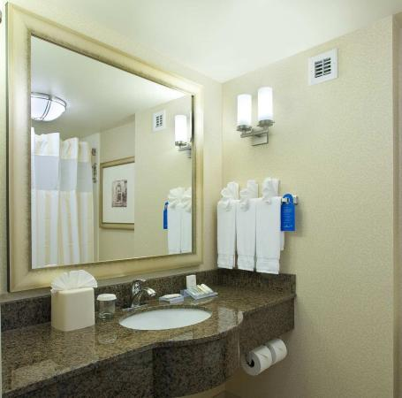 Ridgefield Park, NJ: Guest Bathroom