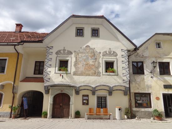 Radovljica, Slovenia: Linhartov trg (main street in old town)