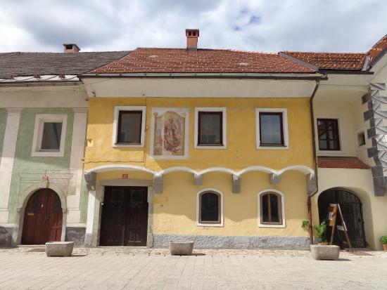 Radovljica, Slovénie : Linhartov trg (main street in old town)