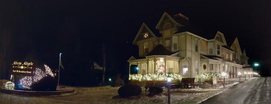 Windham, estado de Nueva York: Albergo Allegria at night